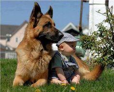 【お互いが必要としている】子供たちにとって、犬のいる生活が最高だとわかる愛らしい写真11枚