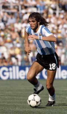 Alberto Tarantini in action for Argentina during the FIFA World Cup match between Argentina and Italy at the Estadio Sarria in Barcelona, June Italy won Get premium, high resolution news photos at Getty Images World Football, Football Soccer, Argentina Football Team, Equipement Football, British Football, World Cup Match, Argentine, Sports Stars, Yesterday And Today