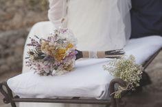 Carmen realizó su ramo de novia junto con sus dos hermanas en la floristería Margarita se llama mi amor, en Madrid. Foto, Niko Studio.