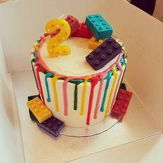 Buttercream birthday cake, with multi coloured chocolate drips and chocolate lego pieces 😊  #lego #legocake #whitechocolate #drip #dripcake #vanilla #vanillabuttercream #cake #instacake #katherinesabbath #instagram #foodporn #cakeporn #dessertporn #bakeninja #cakeguide @cakeguide #wereback #mrandmrscupcakeofficial #birmingham #gloucester #sandwell #birthday #party #multicolour #yummy #tasty #happybirthday #rainbow
