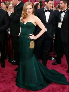 This green strapless Proenza Schouler dress matched Amy's emerald eyes. The starlet complimented the gown's sweetheart neckline with loose waves.