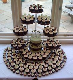 now that's quite a cupcake tower!!