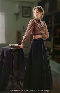 Trevillion Images – historical-woman-with-book-and-table Trevillion Images – historische Frau mit Buch und Tisch Historical Women, Historical Clothing, Victorian Clothing Women, Historical Dress, Victorian Women, Historical Costume, Edwardian Fashion, Vintage Fashion, Modern Victorian Fashion