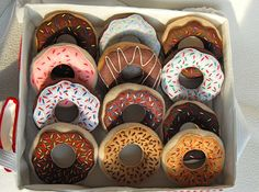 ikat bag: Donut Shop On-The-Go -- I want to make the whole shop. I cannot tell you how much my daughter would L-O-V-E this!!