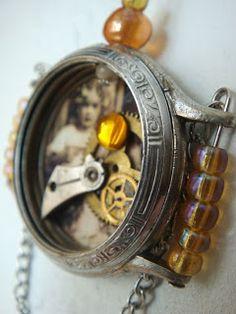 Interesante objeto elaborado con un viejo reloj desmontado.