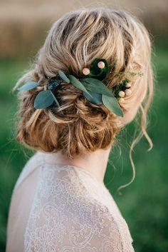 A KISS OF PEACH, hair, flowers, bride - Hellbunt Events Wedding Hair Flowers, Wedding Hair And Makeup, Wedding Hair Accessories, Flowers In Hair, Floral Headpiece, Headpiece Wedding, Boho Bride, Wedding Bride, Wedding Dreams