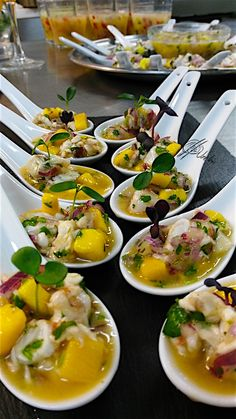 The shrimp ceviche, as with any fish or seafood, is a wonder brought from Peru and very adapted to our igu cuisine . Peruvian Cuisine, Peruvian Recipes, Finger Food Appetizers, Appetizer Recipes, Catering, Cooking Recipes, Healthy Recipes, Foodblogger, Appetisers