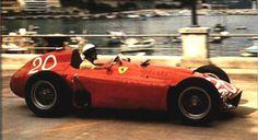 Eugenio Castellotti conduz o D50 utilizado pela Ferrari em 56
