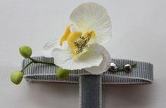 fixillo diva mit Orchidee aus Stoff und silbernen Nieten. http://www.fixillo.at
