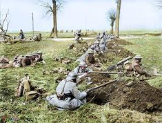 Infantry of the French Division and British Division (possibly the Battalion, the Rifle Brigade) man a line of newly scraped rifle pits covering a road, near Nesle, France, during the Spring Offensive. Ww1 History, World History, Military History, History Images, World War One, Old World, Spring Offensive, Ww1 Soldiers, British Soldier