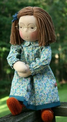 Waldorf doll poupée puppeI think she is soooo adorable! Fabric Dolls, Paper Dolls, Homemade Dolls, Realistic Baby Dolls, Fabric Animals, Bitty Baby, Waldorf Dolls, Soft Dolls, Cute Dolls