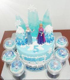 Torta y cupcakes frosen