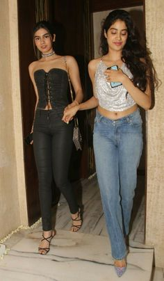 Jhanvi kapoor actress thunder thighs sexy legs images and sexy boobs picture and sexy cleavage images and spicy navel images and sexy biki. Bollywood Dress, Bollywood Girls, Bollywood Fashion, Bollywood Images, Bollywood Style, Celebrity Casual Outfits, Chic Outfits, Celebrity Style, Fashion Outfits