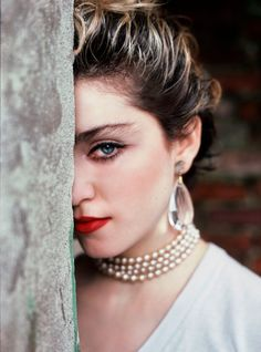 Richard Corman shows the music icon at the beginning of her long musical journey, just months before Madonna rose to fame with her eponymous album. Madonna Looks, Madonna 80s, Cultured Pearl Necklace, Cultured Pearls, Cute Country Girl, Mazzy Star, Out Magazine, New York Photographers, Eye Of Horus