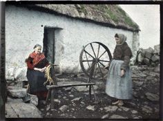 These images, which represent the first ever colour photographs taken in Ireland, were taken in 1913 by two French women, Marguerite Mespou. Old Pictures, Old Photos, Vintage Photos, Ireland Pictures, First Color Photograph, Albert Kahn, Visit Dublin, Old Irish, Erin Go Bragh