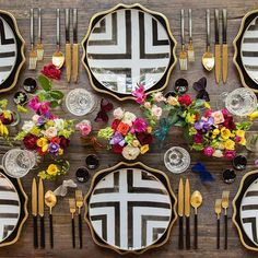 Graphic black and white plate setting paired with Metallica and bright flowers Mais