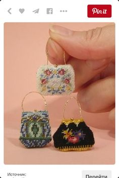 Barbie Dolls : Image : Description Best Seed Bead Jewelry 2017 Free Tutorial How to complete a dollhouse needlepoint handbag Beaded Purses, Beaded Bags, Seed Bead Jewelry, Beaded Jewelry, Beaded Embroidery, Cross Stitch Embroidery, Embroidery Works, Indian Embroidery, Handbag Tutorial