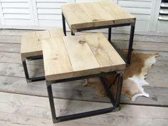 Omschrijving Deze salontafel set bestaat uit 3 salontafels van verschillende maten die gemaakt zijn met een blad van eiken (4cm dik) en een stalen onbehandeld onderstel. De 3 salontafels zijn zo gemaakt dat deze onder/in elkaar geschoven kunnen worden.