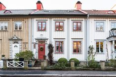 This Old House, Long Driveways, Front Gardens, Gothenburg, White Farmhouse, Country Estate, Scandinavian Home, Little Houses, Home Fashion
