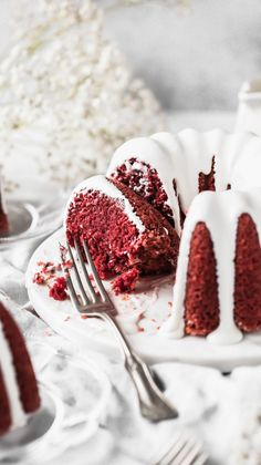 This is the BEST red velvet bundt cake recipe.if not the best red velvet cake recipe. Its incredibly moist and coated in a silky cream cheese glaze. Low Carb Chocolate, Sugar Free Chocolate, Chocolate Peanut Butter, Melting Chocolate, Red Velvet Bundt Cake, Best Red Velvet Cake, Red Cake, Velvet Cupcakes, Valentine Desserts