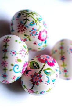 jazzytub: Painted Eggs on We Heart It.