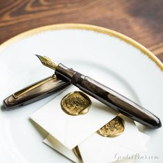 As comfortable as it is attractive, the Edison Collier fountain pen makes a great 'next level' purchase. For more information, watch our Quick Look video. FEATURED: Edison Collier in Burnished Gold