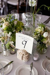 Rope table cards: Nice way of bringing in nautical theme without throwing it in your face.