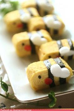 Bento Idea: Tamagoyaki Egg Omelete Bee|みつばち卵焼き - So cute! Cute Food, I Love Food, Good Food, Yummy Food, Japanese Food Art, Japanese Style, Kawaii Bento, Sushi, Bento Recipes