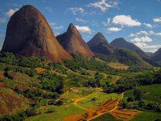 As belezas naturais do Brasil não se resumem às praias. Por ter proporções continentais, o país é repleto de paisagens incríveis.