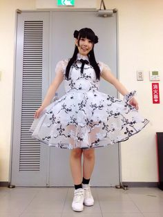 相沢梨紗 Aizawa Risa - Dempagumi.inc / でんぱ組.inc - cute black and white frilly dress