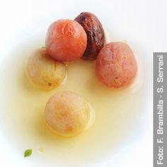 Pomodori in salsa, erbe aromatiche e letto di capperi. Chef Josean MartinezAlija  http://www.identitagolose.it/sito/it/ricette.php?id_cat=12&id_art=1549&nv_portata=25&nv_chef=&nv_chefid=&nv_congresso=&nv_pg=1