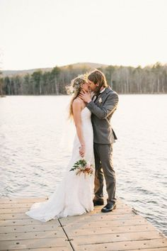 Ideas For A Lakeside Wedding - Rustic Wedding Chic wedding pictures Ideas For A Lakeside Wedding - Rustic Wedding Chic Wedding Planning Tips, Wedding Tips, Wedding Events, Wedding Shit, Wedding Blog, Wedding Stuff, Rustic Wedding Stationery, Country Wedding Invitations, Lakeside Wedding