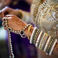Image discovered by ༺ɞ♛∞ᴍ∞♛ɞ༻. Find images and videos on We Heart It - the app to get lost in what you love. Asian Wedding Themes, South Asian Wedding, Bridal Henna, Indian Bridal, Beautiful Indian Brides, Indian Accessories, Bridal Bangles, Desi Wedding, Wedding Mehndi