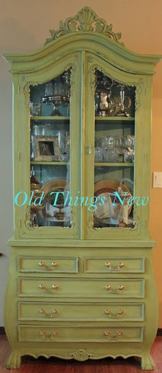 Trendy refurbished furniture diy before and after dressers Patio Furniture Makeover, Diy Outdoor Furniture, Refurbished Furniture, Repurposed Furniture, Painted Furniture, Painted Hutch, Trendy Furniture, Colorful Furniture, Shabby Chic Furniture
