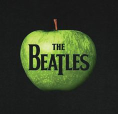 The Beatles - apple logo t-shirt.Front has graphic of green apple with The Beatles logo. John Lennon, Beatles Album Covers, Rock Album Covers, Apple Records, Les Beatles, Beatles Band, Beatles Songs, Lp Cover, Rock Music