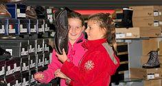 schuhplus - Schuhe in Übergrößen - ist ein in Europa führendes Versandhaus für große Schuhe. Ob Damenschuhe in den Größen 42 bis 46 oder Herrenschuhe in den Größen 46 bis 52: Bei www.schuhplus.com warten tausende Modelle nur darauf, entdeckt zu werden. Alles, was es im Internet zu sehen und bestellt gibt, kann auch in 27313 Dörverden bei Bremen live und in Farbe bestaunt und nach Herzenslust ausprobiert werden.