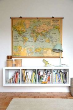 Suspendez une étagère Kallax pour un rangement de bon goût qu'il sera facile d'agencer avec plusieur... - Photo Pinterest