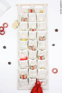 Calendrier de l'avent en couture, DIY by Alice Gerfault - Mia Collin Christmas And New Year, Christmas Time, Xmas, Lego Super Mario, Alice, Advent Calenders, Triangles, Parfait, Projects To Try