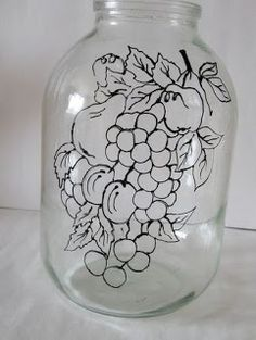 6 Ideas para decorar frascos de vidrio y hacer lindas manualidades ~ Haz Manualidades Wine Bottle Art, Painted Wine Bottles, Lighted Wine Bottles, Painted Jars, Crafts With Glass Jars, Mason Jar Crafts, Bottle Crafts, Mosaic Bottles, Glass Painting Designs