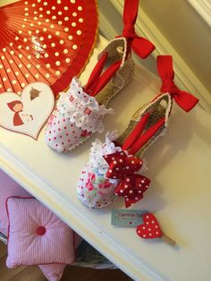 Kids Corner, Christmas Ornaments, Holiday Decor, Diy, Shoes, Leather, Fashion, Espadrilles Outfit, Toddler Girls