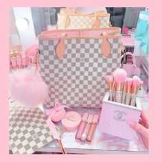 Baddie Outfits Casual, Chic Outfits, Pink Louis Vuitton Bag, Girly Things, Cool Things To Buy, Baby Pink Aesthetic, Best Makeup Brushes, Pink Bedrooms, Glam Room