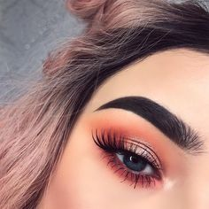 Peachy pink, kind of coral eye shadow with a dash of copper gold glitter on the lids and inner corner high light.