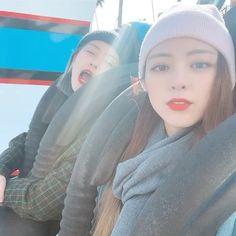Kpop Girl Groups, Korean Girl Groups, Kpop Girls, Fandom, Jennie Blackpink, Muslim Girls, Bff Pictures, 1 Girl, Girl Gifs