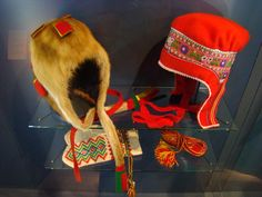 Sami clothing in the Arctikum museum, in Rovaniemi, Finland. Folk Costume, Costumes, Fourth World, Lappland, Tribal People, Traditional Dresses, Norway, Scandinavian, Hats