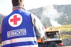 Beobachtet die Beobachter. Rotkreuz-Bundesübung auf der Silvretta ÖRK/Czech Sports, Tops, Fashion, Red Cross, Hs Sports, Moda, Fashion Styles, Sport, Fashion Illustrations