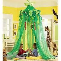 Paper tree with leaves and flowers. Rainforest toy room, g Rainforest Classroom, Jungle Theme Classroom, Classroom Themes, Reggio Emilia, Jungle Bedroom, Book Corners, Reading Corners, Paper Tree, Toy Rooms