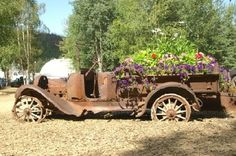 Chena Hot Springs Resort: Old Car used as a planter