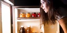 Лайфхак для проверки холодильника — монета в стакане со льдом - https://lifehacker.ru/2017/02/12/coin-on-a-cup-of-ice/?utm_source=Pinterest&utm_medium=social&utm_campaign=auto
