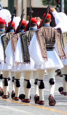Greece - Presidential Guard (Greek: Προεδρική Φρουρά), an elite ceremonial unit. Santorini, Mykonos, Greece Pictures, Greek History, Parthenon, Jolie Photo, Athens Greece, People Of The World, Ancient Greece