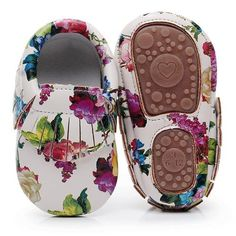 One Pair Hard sole floral print PU Leather Fringe baby moccasins baby shoes Non- Baby Kicking, First Walkers, Baby Moccasins, After Baby, Pregnant Mom, First Time Moms, Baby Hacks, First Baby, Baby Items